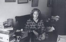 Elena Ferrante indica seus livros preferidos escritos por mulheres e inclui Clarice na lista - Abresc |